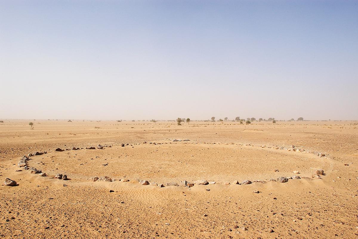 #032 Sacred Site, Inde, 2003, 17°36'39″S 13°20'6″E