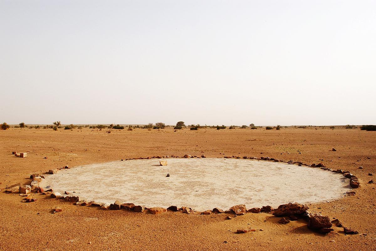 #035 Sacred Site,Inde, 2003, 26°50'22″N 70°35'20″E