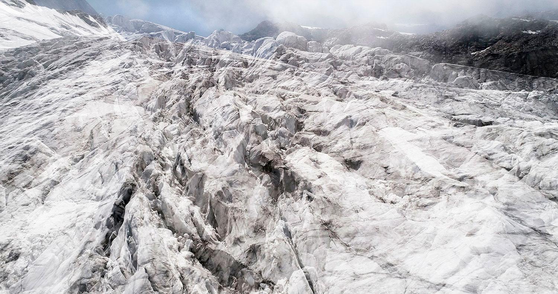 #01 Glaciers offset, 2017, photographie reconstruite à partir de bandes videos, réalisées sur le glacier des Follâts  #01 Glaciers offset, 2017, photographie reconstruite à partir de bandes videos, réalisées sur le glacier des Follâts