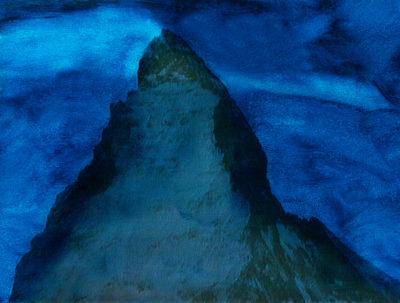À Bali toutes les maisons sont orientées dans la direction du volcan Batur, situé au nord-est de l'île, et rarement couvert de neige :la montagne sacrée. La tête pointée vers le volcan les pieds dans lesens de la mer : c'est ainsi, depuis des millénaires, que dorment tous les Balinais, et les Dieux veillent sur leur sommeil. En Suisse aussi nous avons notre montagne sacrée : c'est le Cervin (ou Matterhorn) qui culmine à 4482 mètres. Emblème de la sérénité helvétique qu'on peuttrouver dans les kiosques du monde entier, et dont la forme se retrouve jusque dans les barres de chocolat Toblerone
