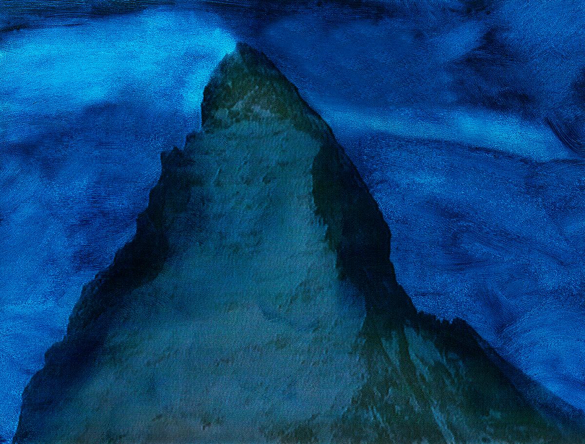 À Bali toutes les maisons sont orientées dans la direction du volcan Batur, situé au nord-est de l'île, et rarement couvert de neige :la montagne sacrée. La tête pointée vers le volcan les pieds dans lesens de la mer : c'est ainsi, depuis des millénaires, que dorment tous les Balinais, et les Dieux veillent sur leur sommeil. En Suisse aussi nous avons notre montagne sacrée : c'est le Cervin (ou Matterhorn) qui culmine à 4482 mètres. Emblème de la sérénité helvétique qu'on peuttrouver dans les kiosques du monde entier, et dont la forme se retrouve jusque dans les barres de chocolat Toblerone  #7 La montagne bleue, 1995 – 1998 À Bali toutes les maisons sont orientées dans la direction du volcan Batur, situé au nord-est de l'île, et rarement couvert de neige :la montagne sacrée. La tête pointée vers le volcan les pieds dans lesens de la mer : c'est ainsi, depuis des millénaires, que dorment tous les Balinais, et les Dieux veillent sur leur sommeil. En Suisse aussi nous avons notre montagne sacrée : c'est le Cervin (ou Matterhorn) qui culmine à 4482 mètres. Emblème de la sérénité helvétique qu'on peuttrouver dans les kiosques du monde entier, et dont la forme se retrouve jusque dans les barres de chocolat Toblerone