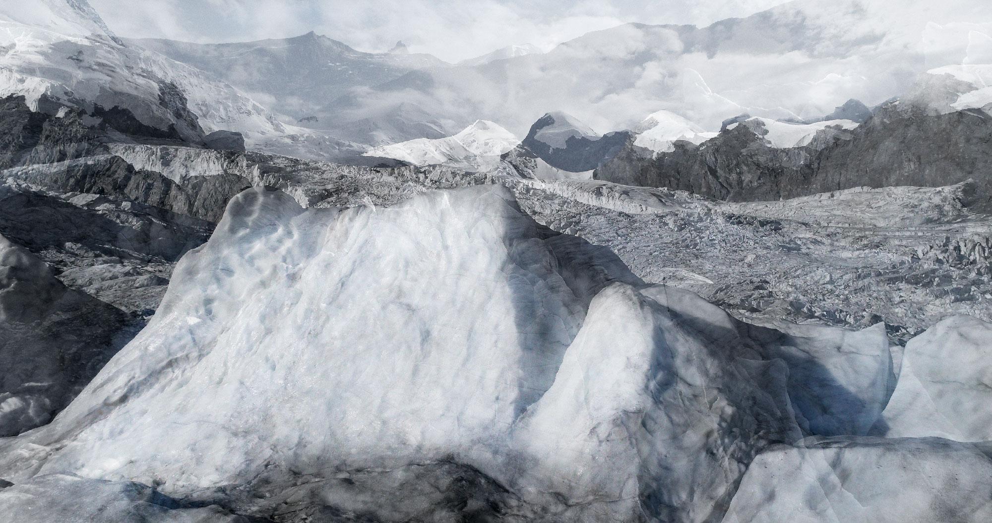 #129 Glaciers offset, 2017, photographie reconstruite à partir de bandes videos, réalisées sur le glacier de Grenzgletscher