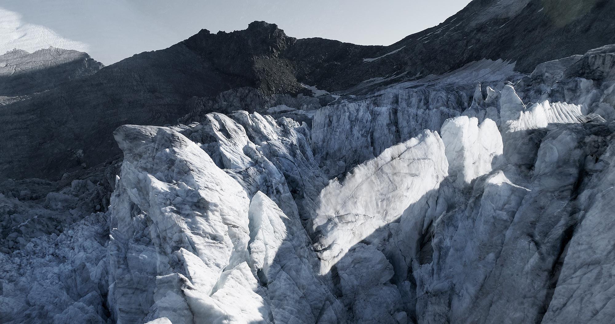 #136 Glaciers offset, 2017, photographie reconstruite à partir de bandes videos, réalisées sur le glacier de Moiry  #136 Glaciers offset, 2017, photographie reconstruite à partir de bandes videos, réalisées sur le glacier de Moiry