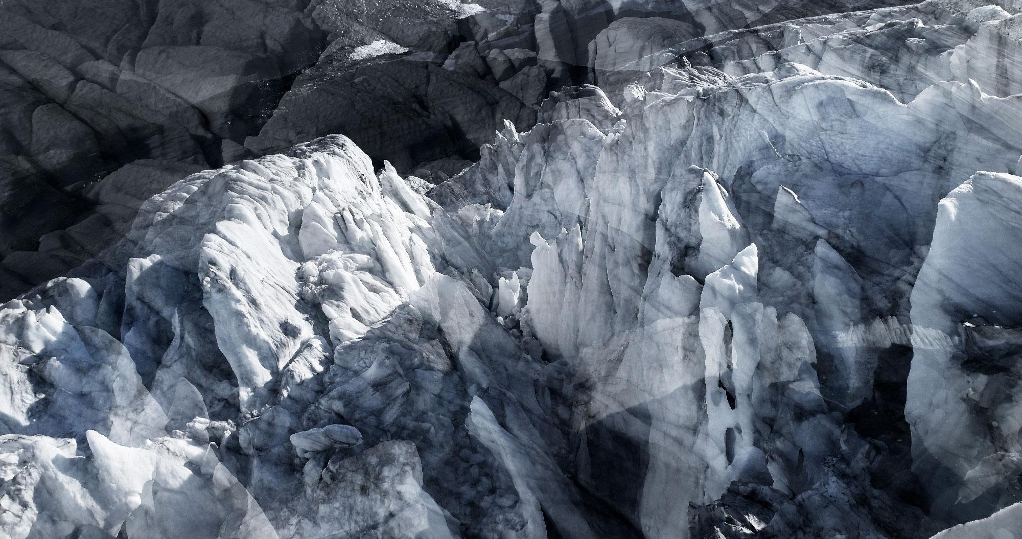 #137 Glaciers offset, 2017, photographie reconstruite à partir de bandes videos, réalisées sur le glacier de Moiry
