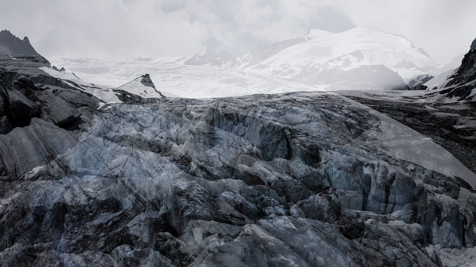 #174 Glaciers offset, 2020, photographie reconstruite à partir de bandes videos, réalisées sur le glacier du Mont Collon et du Mont Miné