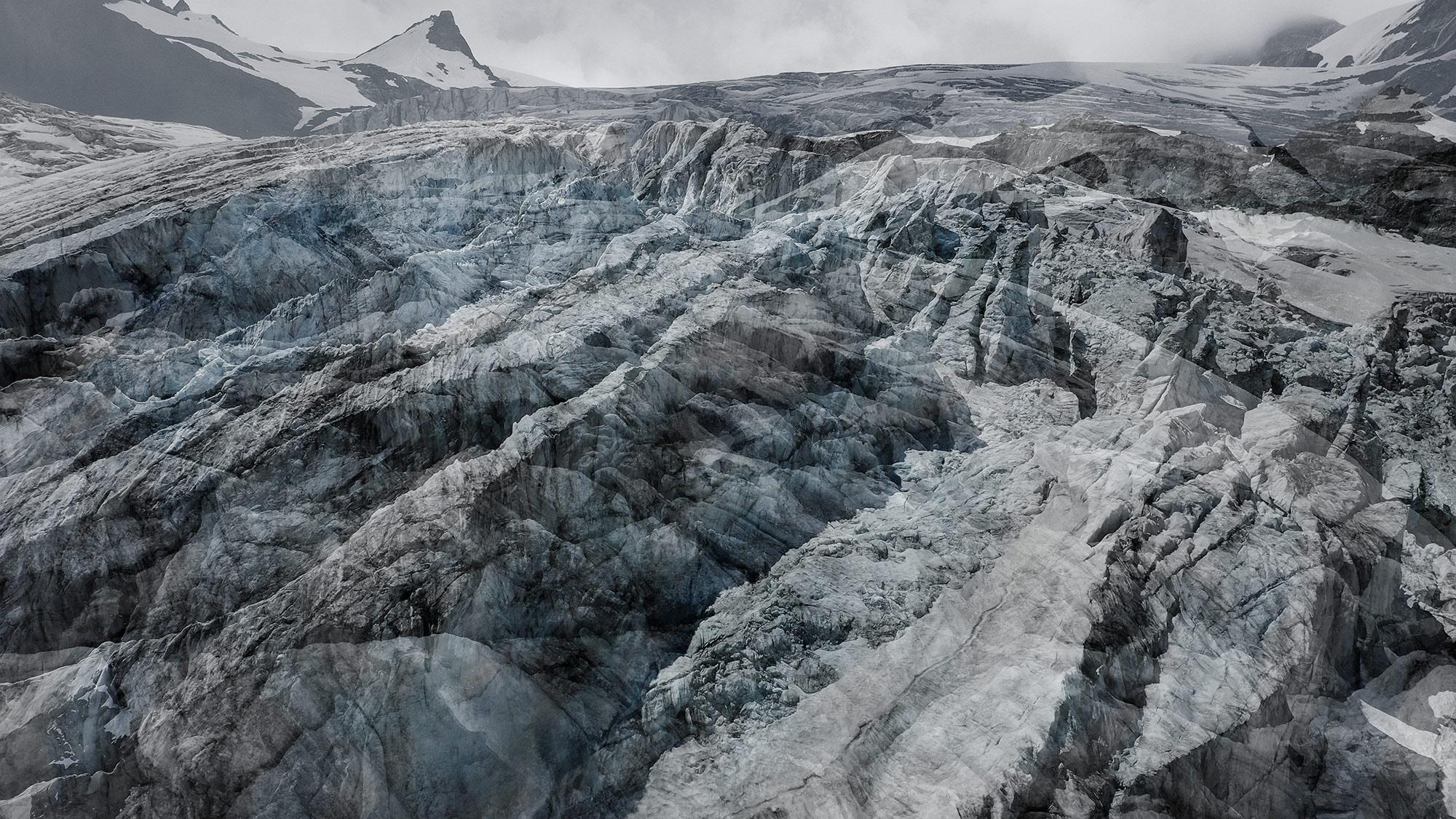 #175 Glaciers offset, 2020, photographie reconstruite à partir de bandes videos, réalisées sur le glacier du Mont Collon et du Mont Miné