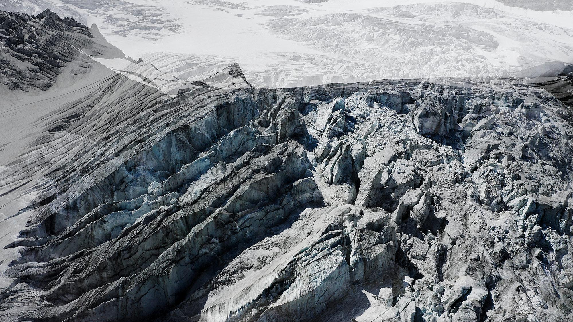 #176 Glaciers offset, 2020, photographie reconstruite à partir de bandes videos, réalisées sur le glacier de Ferpècle et du Mont Miné