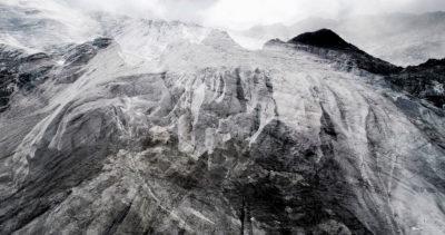 #02 Glaciers offset, 2017, photographie reconstruite à partir de bandes videos, réalisées sur le glacier des Follâts