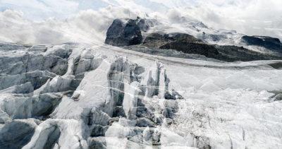 #32 Glaciers offset, 2017, photographie reconstruite à partir de bandes videos, réalisées sur le glacier Gornergletscher