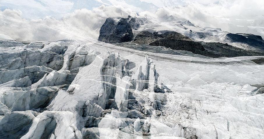 #32 Glaciers offset, 2017, photographie reconstruite à partir de bandes videos, réalisées sur le glacier Gornergletscher  #32 Glaciers offset, 2017, photographie reconstruite à partir de bandes videos, réalisées sur le glacier Gornergletscher