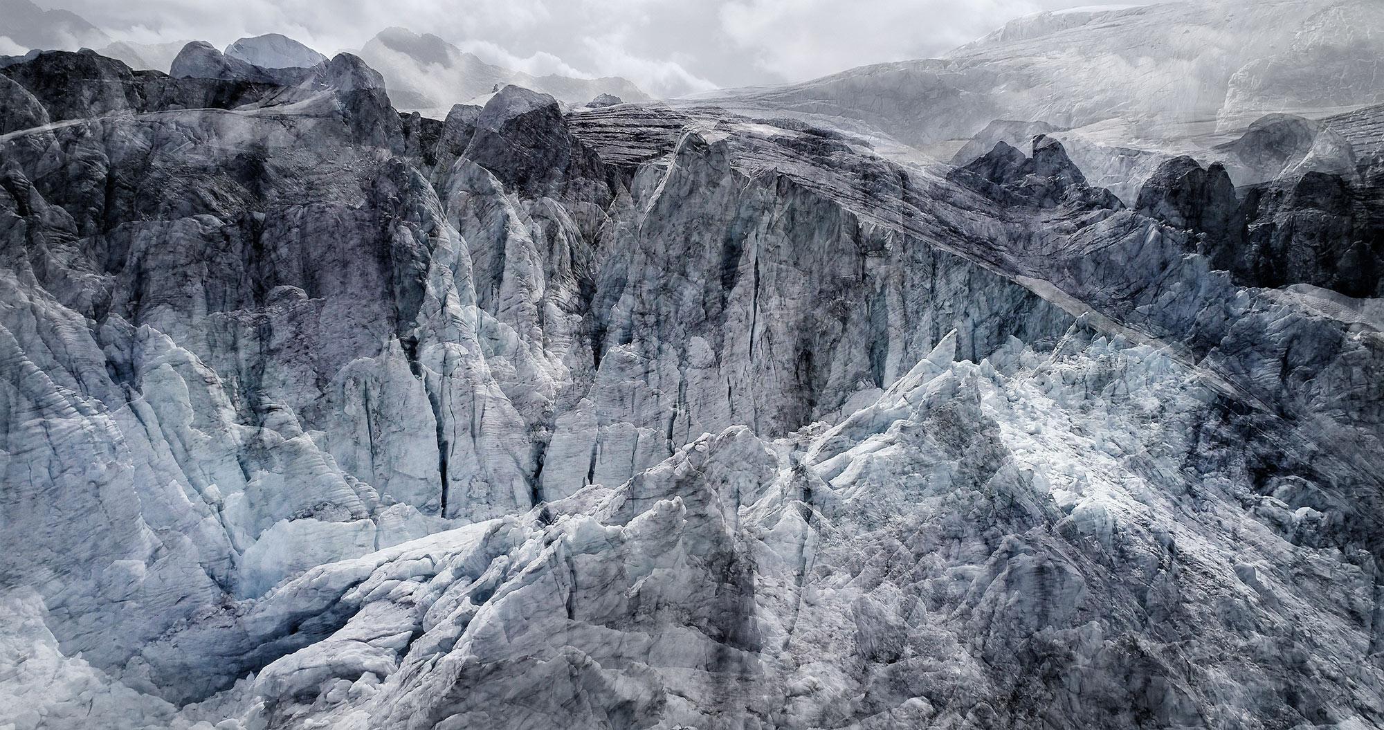 #34 Glaciers offset, 2017, photographie reconstruite à partir de bandes videos, réalisées sur le glacier de Moiry  #34 Glaciers offset, 2017, photographie reconstruite à partir de bandes videos, réalisées sur le glacier de Moiry