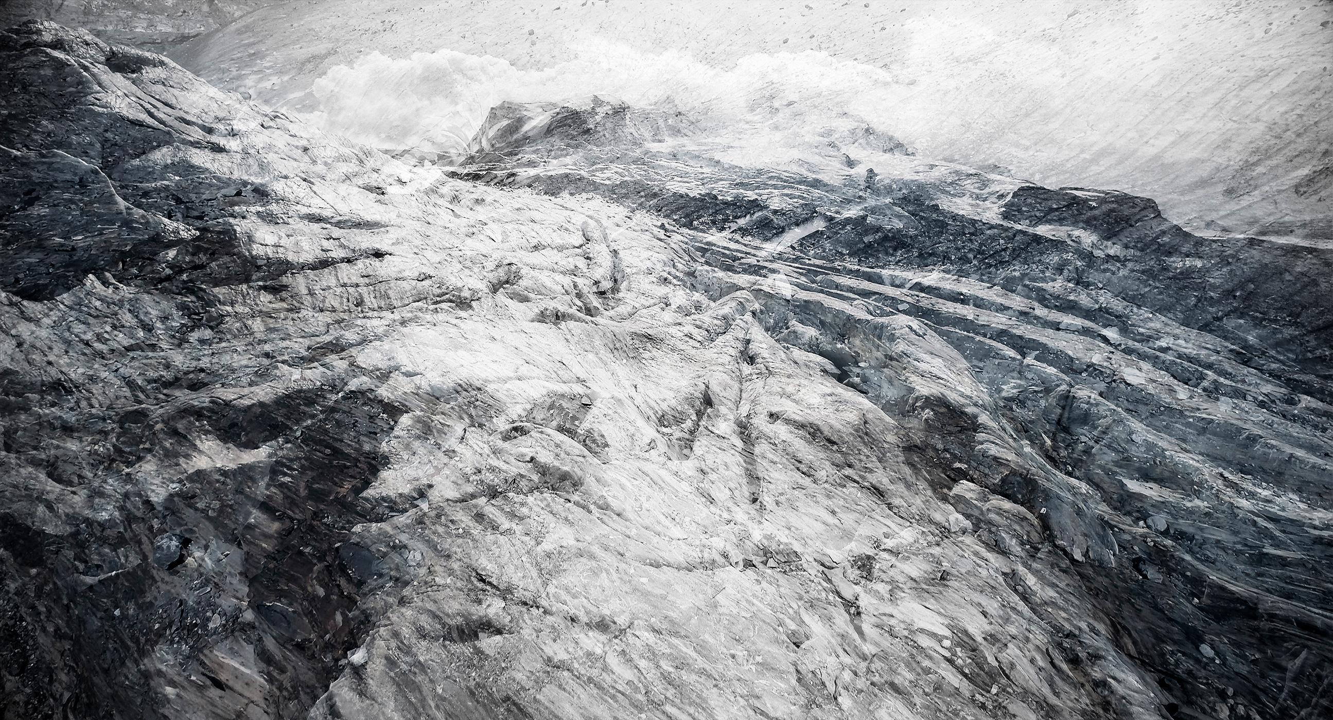 #04 Glaciers offset, 2017, photographie reconstruite à partir de bandes videos, réalisées sur le glacier Gornergletscher