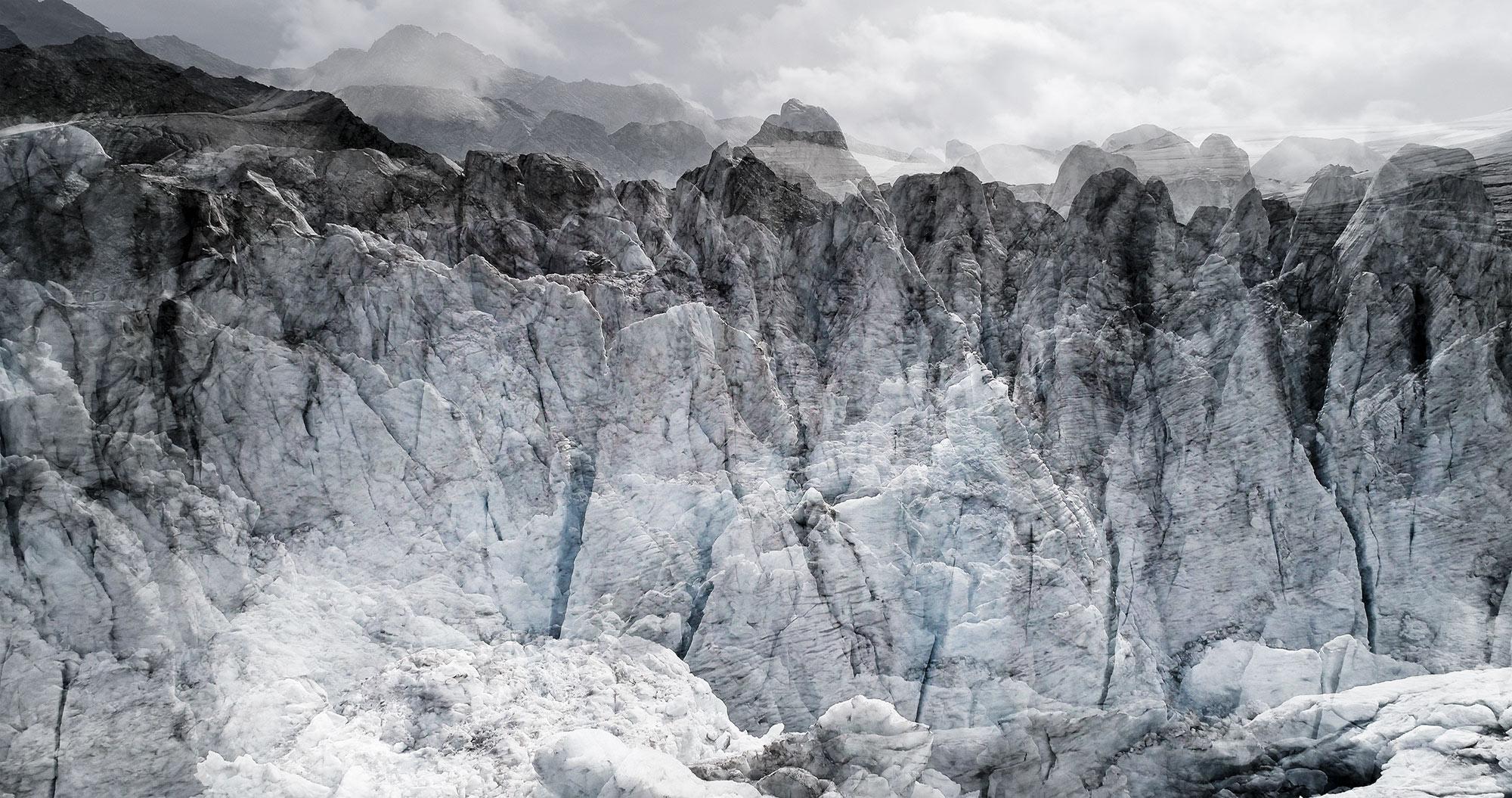 #45 Glaciers offset, 2017, photographie reconstruite à partir de bandes videos, réalisées sur le glacier de Moiry