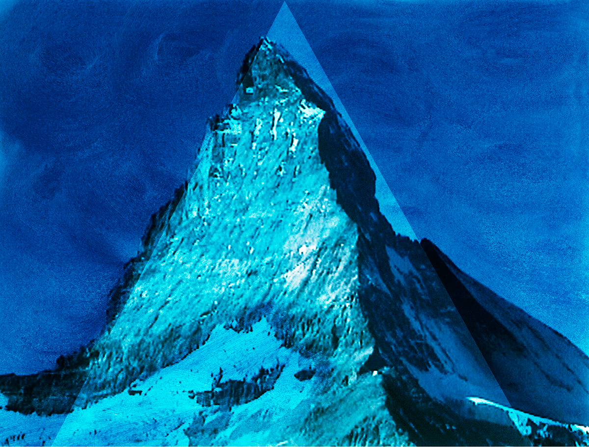 #101 La montagne bleue,1995 – 1998, « Toujours, la Photographie m'étonne, d'un étonnement qui dure et se renouvelle,inépuisablement. Peut-être cet étonnement, cet entêtement, plonge-t-il dans la substance religieuse dont je suis pétri ; rien à faire : la Photographie a quelque chose à voir avec la résurrection : ne peut-on dire d'elle ce que disaient les Byzantins de l'image du Christ dont le Suaire de Turin est imprégné, à savoir qu'elle n'était pas faite de main d'homme ? »