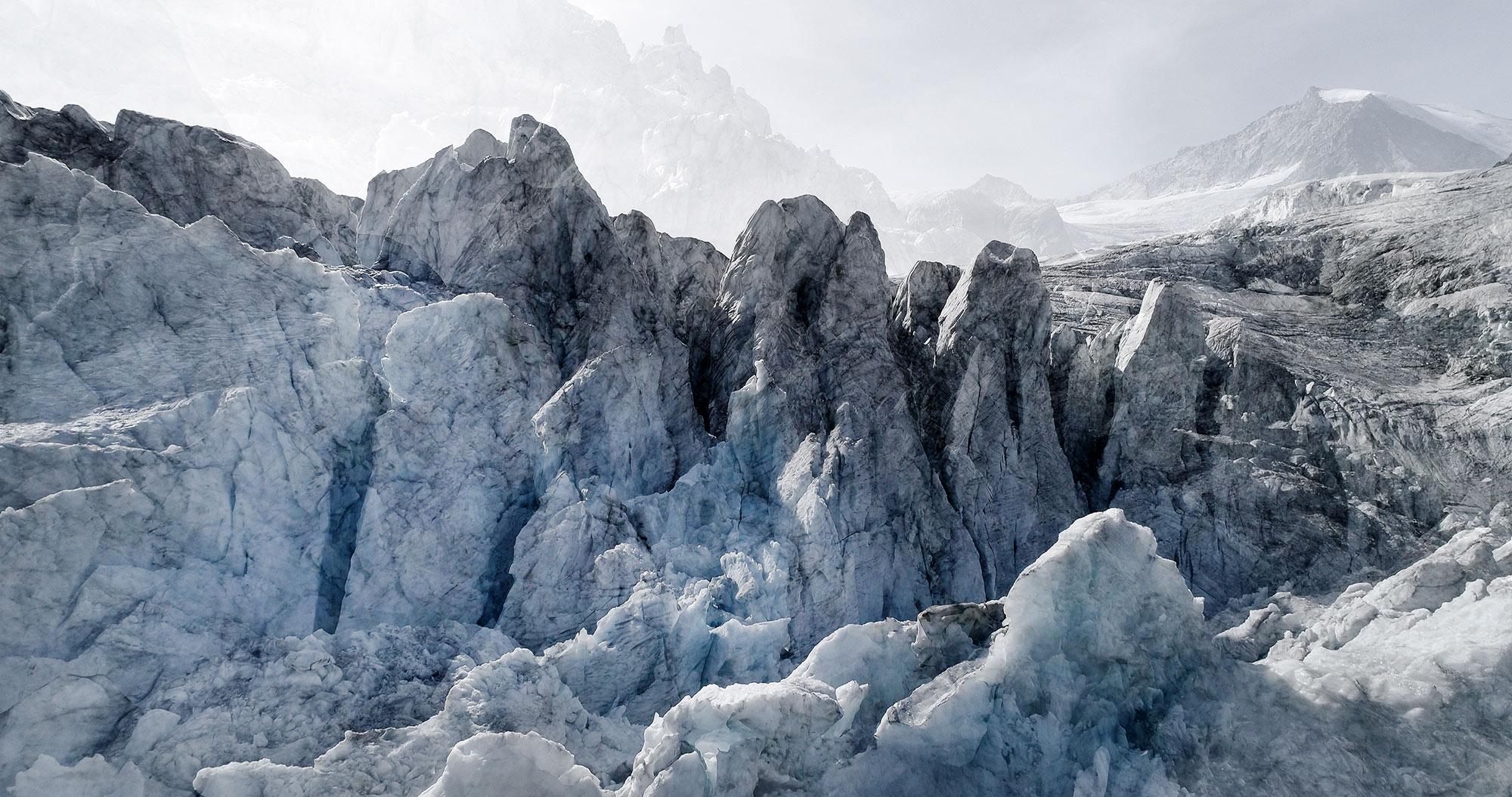 #58 Glaciers offset, 2017, photographie reconstruite à partir de bandes videos, réalisées sur le glacier de Moiry