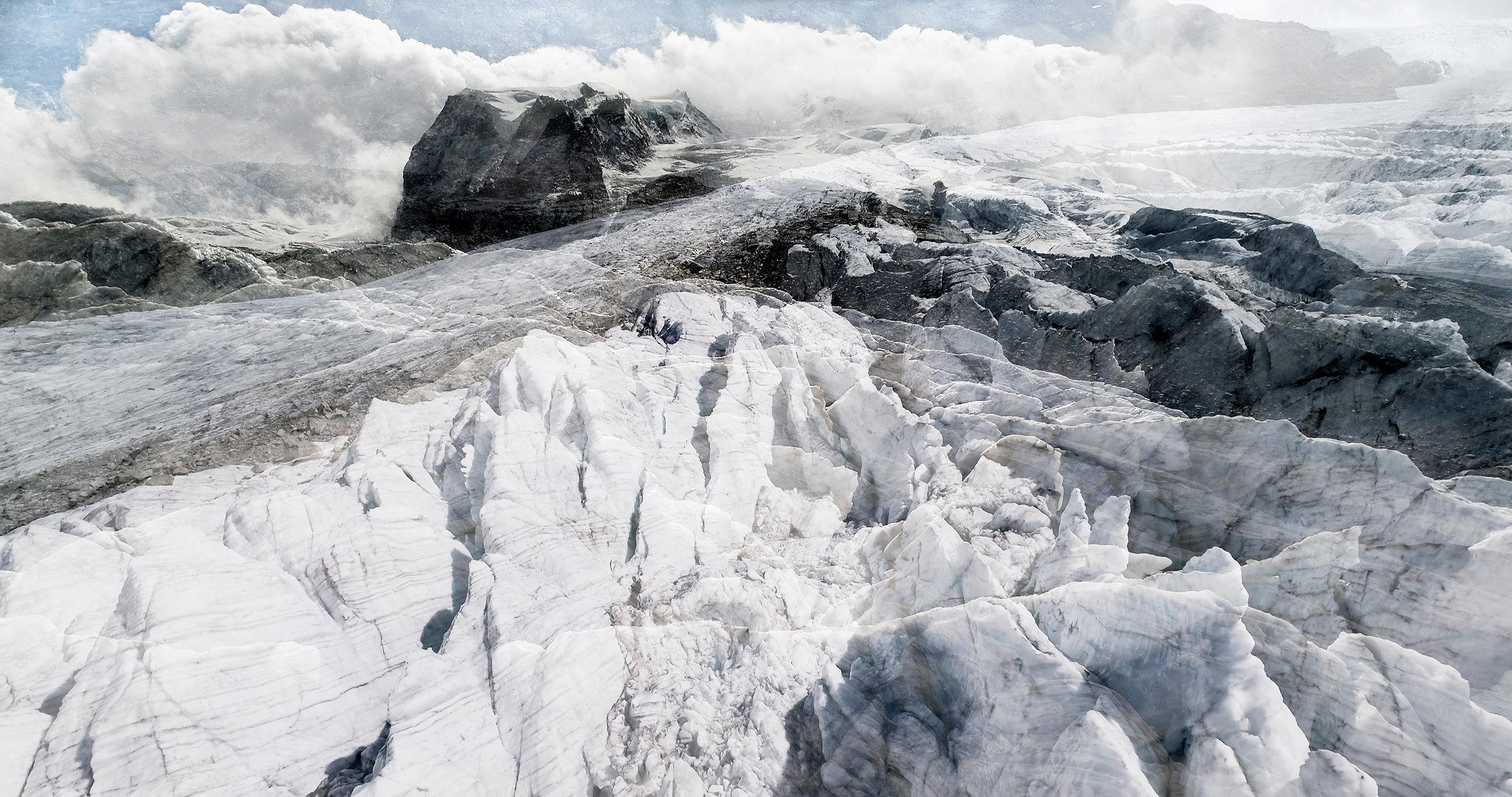 #06 Glaciers offset, 2017, photographie reconstruite à partir de bandes videos, réalisées sur le glacier Gornergletscher