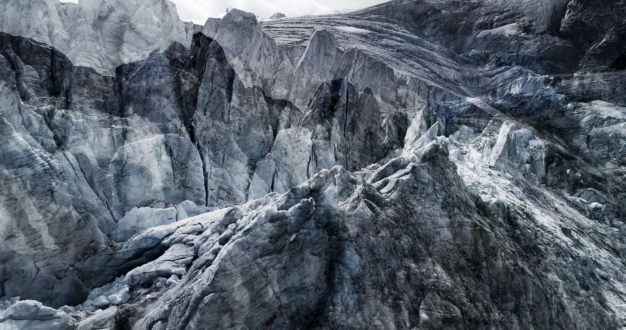 #73 Glaciers offset, 2017, photographie reconstruite à partir de bandes videos, réalisées sur les glaciers du Tour et de Moiry
