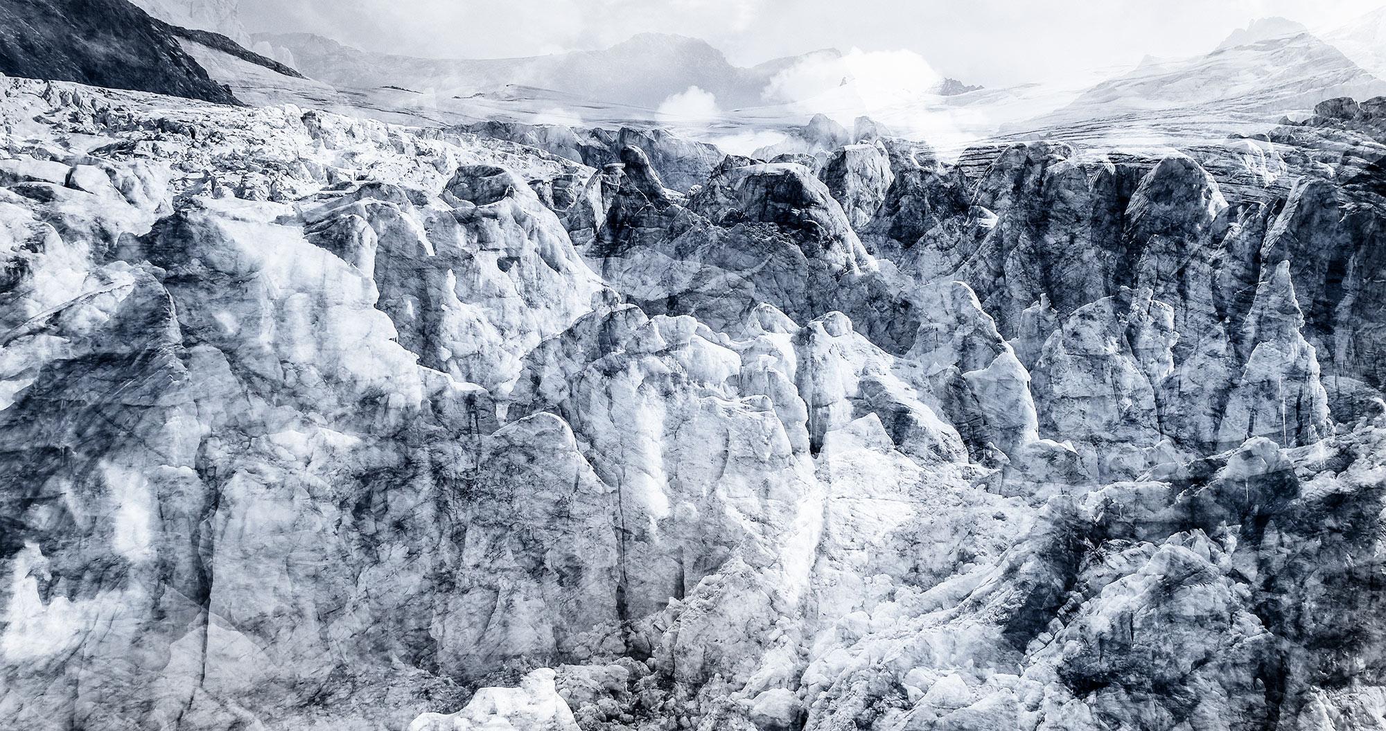 #88 Glaciers offset, 2017, photographie reconstruite à partir de bandes videos, réalisées sur les glaciers de Ferpècle et de Moiry